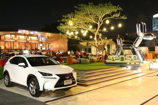 ขับ Lexus NX300h เที่ยวพัทยา  ประหยัด สวยงาม ลงตัว