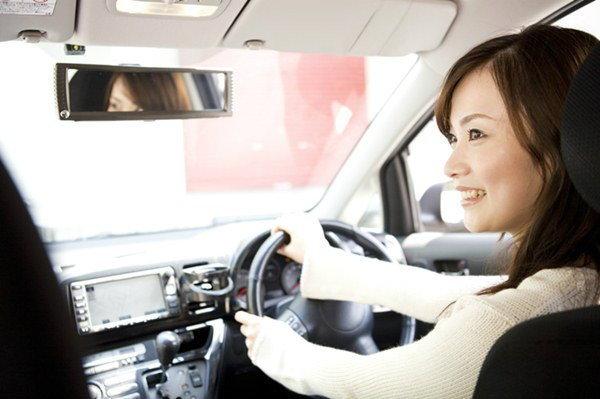เทคนิคเลือกซื้อประกันรถยนต์ฉบับผู้หญิงปี 2015