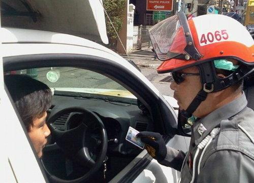 """ร่างใหม่ พ.ร.บ.จราจร """"ไม่โชว์ใบขับขี่"""" ระวังโดนปรับอ่วม"""