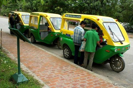 เห็นยัง! 'ประเทศลาว' มีรถ 'ตุ๊กตุ๊กไฟฟ้า' วิ่งให้บริการแล้วนะจ๊ะพี่ไทย