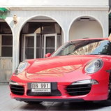 โอบอุ้ม - Porsche 911 Carrera S