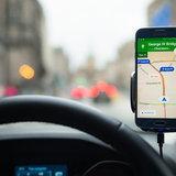 เล่นโทรศัพท์ขณะขับรถ โดนจับปรับเท่าไหร่?