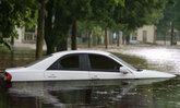 วิธีแก้ไขเบื้องต้นสำหรับ รถจมน้ำ!