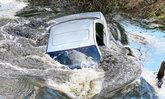 จำให้แม่น! วิธีเอาตัวรอดเมื่อรถจมน้ำ เพิ่มโอกาสรอดได้จริง