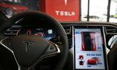 Tesla โชว์เหนือ! เผยฟีเจอร์ Autopilot จะตรวจจับสัญญาณไฟจราจรได้ (คลิป)
