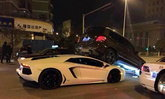 Lamborghini Aventador ซิ่งตีนผีเบรกไม่ทันมุดใต้ท้องรถเอสยูวี