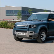 แข็งแกร่งไม่น้อยหน้า! Land Rover Defender รุ่น Hard Top ปรับโฉมเชิงพาณิชย์