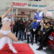 พริตตี้จีนเต้นรูดเสา