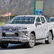 Mitsubishi Triton 2019 Spyshot / Carscoops