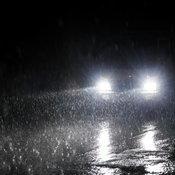 7 เคล็ดลับขับรถบนถนนลื่นให้ปลอดภัย