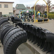 """รู้ไว้ใช่ว่า! คนญี่ปุ่นนำ """"ยางล้อรถยนต์เก่า"""" มาใช้ประโยชน์แบบสุดทึ่ง"""