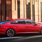 Volkswagen Arteon 2021 ไมเนอร์เชนจ์ ตัวถังด้านหลังใหม่ขยายใหญ่ขึ้น