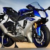 2015-Yamaha-YZF-R1-12