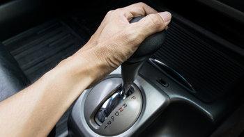 4 พฤติกรรมไม่ควรทำเด็ดขาดกับรถเกียร์ออโต้