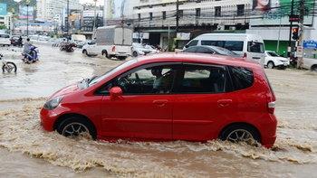 ทำอย่างไรให้รอด หากต้องขับรถลุยน้ำ