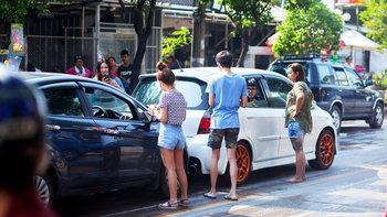 """เสี่ยงแค่ไหนกับชีวิตบน """"ถนน-ทางเท้า"""" เมืองไทย"""