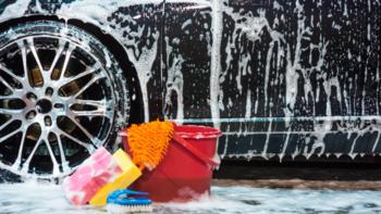 จริงหรือไม่? ฝนตกแล้วไม่ล้างรถ จะทำให้สีรถหมอง
