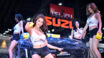 ฮอตน้ำกระเซ็น! Auto Salon 2019 กับสาวสุดแจ่มในเรือนร่างอันเปียกปอน