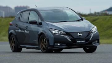 Nissan Leaf ที่ใช้ 2 มอเตอร์ไฟฟ้าจะกลายเป็นต้นแบบรถยนต์ EV ขับเคลื่อนสี่ล้อ