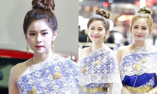 งามยิ่งนัก 'ออเจ้า' พริตตี้ชุดไทยในงานมอเตอร์โชว์ 2018