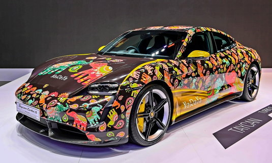 Porsche Taycan Turbo S พร้อมลวดลายช้างไทยจาก NaRaYa เผยโฉมที่มอเตอร์โชว์ 2021