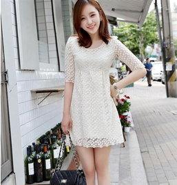 แต่งเติมลุคสดใสด้วยชุดเดรสสีขาวต้อนรับวันอากาศร้อนอย่างสุดชิล