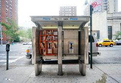 เปลี่ยนตู้โทรศัพท์สาธารณะเป็นห้องสมุดย่อมๆ