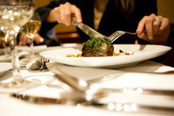 มารยาท และวิธีการรับประทานอาหารตะวันตกที่ควรทราบ