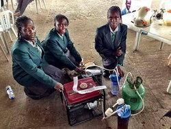 สุดยอด! ′เด็กมัธยมไนจีเรีย′ คิด ′เครื่องผลิตไฟฟ้าพลังปัสสาวะ′