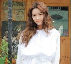 แฟชั่นเกาหลี เรียบเก๋ในชุดเดรสขาว