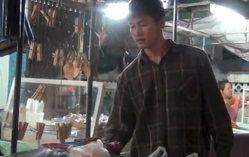 น่าชื่นชม! นักศึกษาหนุ่มวิศวะ ขายปลาหมึกปิ้งส่งตัวเองเรียน