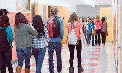 """โรงเรียนในอเมริกา เริ่ม """"คุมเข้ม"""" เครื่องแต่งกายนักเรียนหญิง"""