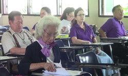ไม่แก่เกินเรียน! คุณยายว่าที่บัณฑิตใหม่ อายุ 84 ปี ตั้งใจเรียนปริญญาตรีเป็นรางวัลชีวิต