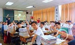 """โรงเรียนจีนไอเดียเก๋ ใช้บัตรสอบเป็น """"ตั๋วรถไฟ"""" จำลองการสอบเข้ามหาวิยาลัย"""