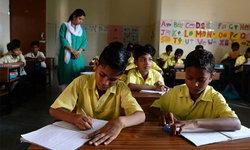 """เปิดวงการ """"มาเฟีย"""" ช่วยนักเรียนโกงข้อสอบของอินเดีย"""