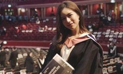 """คนอะไรน่ารัก แถมยังเรียนเก่งอีก """"ฟาง ธนันต์ธรญ์"""" โพสต์ภาพเรียบจบโท มหาวิทยาลัยอังกฤษ"""