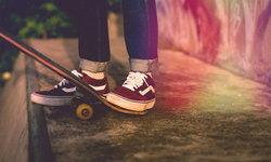รองเท้าผ้าใบ ไอเทมสุดฮิตสำหรับคนยุคนี้