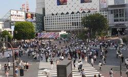 เกิดขึ้นจริงในญี่ปุ่น! คนแปลกหน้าที่มักหาโอกาสเดินชนสาววัยรุ่นตลอดเวลา