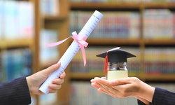 """""""รับจ้างทำการบ้าน"""" ธุรกิจสร้างรายได้มหาศาลบนเส้นทางการโกงระบบการศึกษา"""