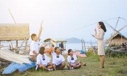 """""""ครูเพศที่สาม"""" ทำไมสังคมไทยควรให้ความเท่าเทียมของกลุ่มคนนี้ได้แล้ว"""