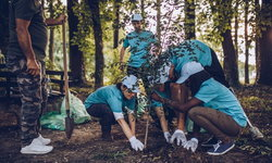 นักเรียนต้องปลูกต้นไม้ 10 ต้น เพื่อจบการศึกษา กฎหมายใหม่จากฟิลิปปินส์ ต่อสู้โลกร้อน