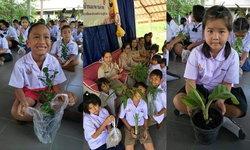 """""""ไหว้ครูด้วยต้นไม้"""" กิจกรรมรักโลกและคืนสีเขียวให้ธรรมชาติ จากโรงเรียนบ้านละหานค่าย"""