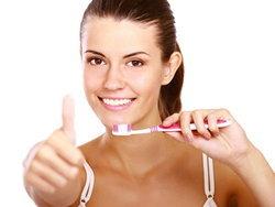 """ฮือฮา ผลวิจัยอ้าง""""แปรงฟันบ่อย เป็นผลดีต่อสมอง"""" ป้องกัน""""ความจำเสื่อม""""!"""
