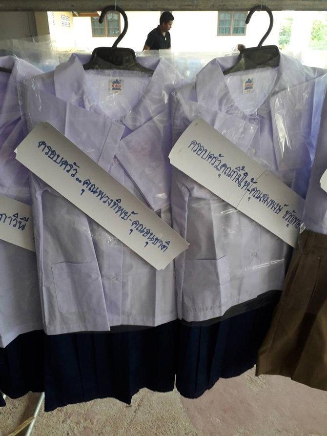 พวงหรีดชุดนักเรียน