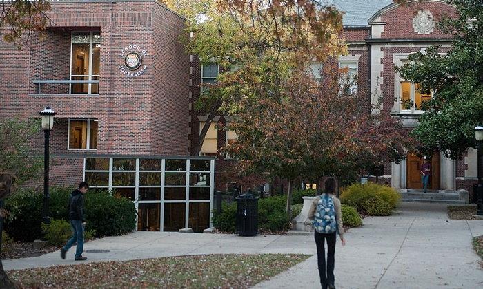 มหาวิทยาลัยชั้นนำบางแห่งในสหรัฐฯ ใช้เวลาไม่ถึง 10 นาทีพิจารณาใบสมัครของนักเรียน