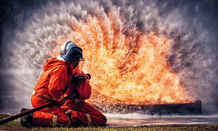 """""""อยากเป็น นักผจญเพลิง"""" ต้องเรียนอะไร อาชีพมีเกียรติช่วยเหลือคนอื่นไม่หวังผลตอบแทน"""