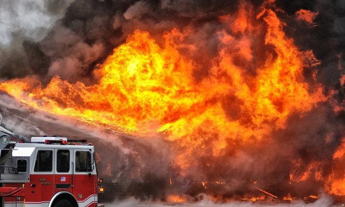 """""""8 วิธีเอาตัวรอดจากไฟไหม้"""" ถ้าอยู่ในอาคารสูงควรทำอย่างไรถึงจะปลอดภัย"""