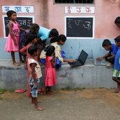 ห้องเรียนข้างถนน