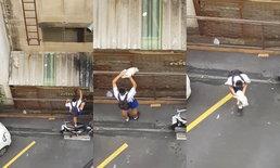 ฮีโร่ชุดนักเรียน เด็กนักเรียนปีนกำแพง ช่วยแมวติดหลังคา ทาสแมวที่น่ารัก