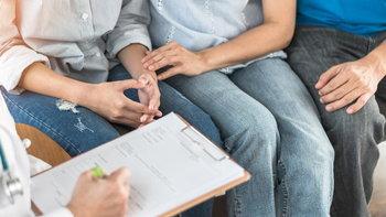 """""""5 โรคในวัยรุ่น"""" ที่มักพบเจอบ่อยๆ และวิธีการรับมือ"""